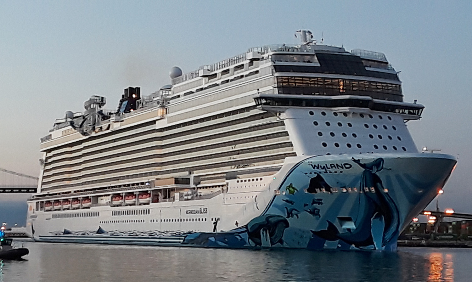 Norwegian Bliss Main Channel 05-25-18